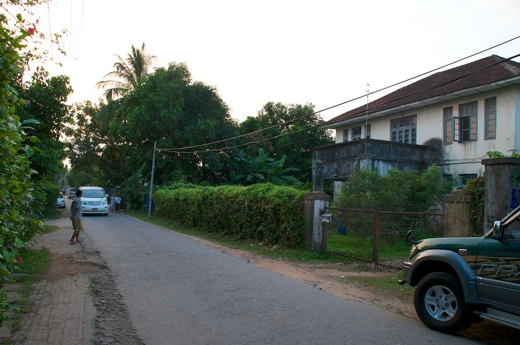 Mieke's straat - in een rijke wijk van Yangon