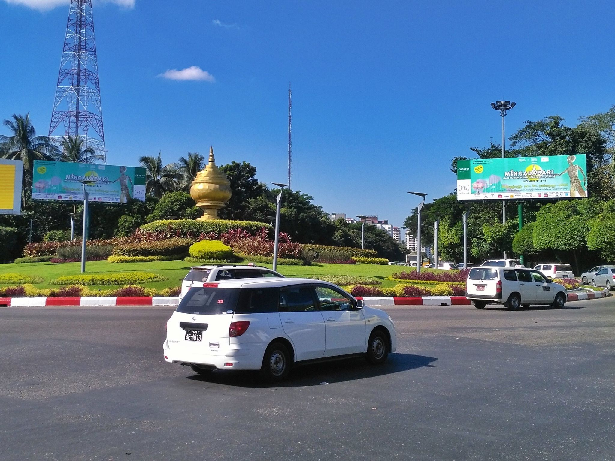 Onze gigantische billboards hingen door de hele stad heen